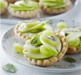 Frisse fruittaartjes met groen fruit